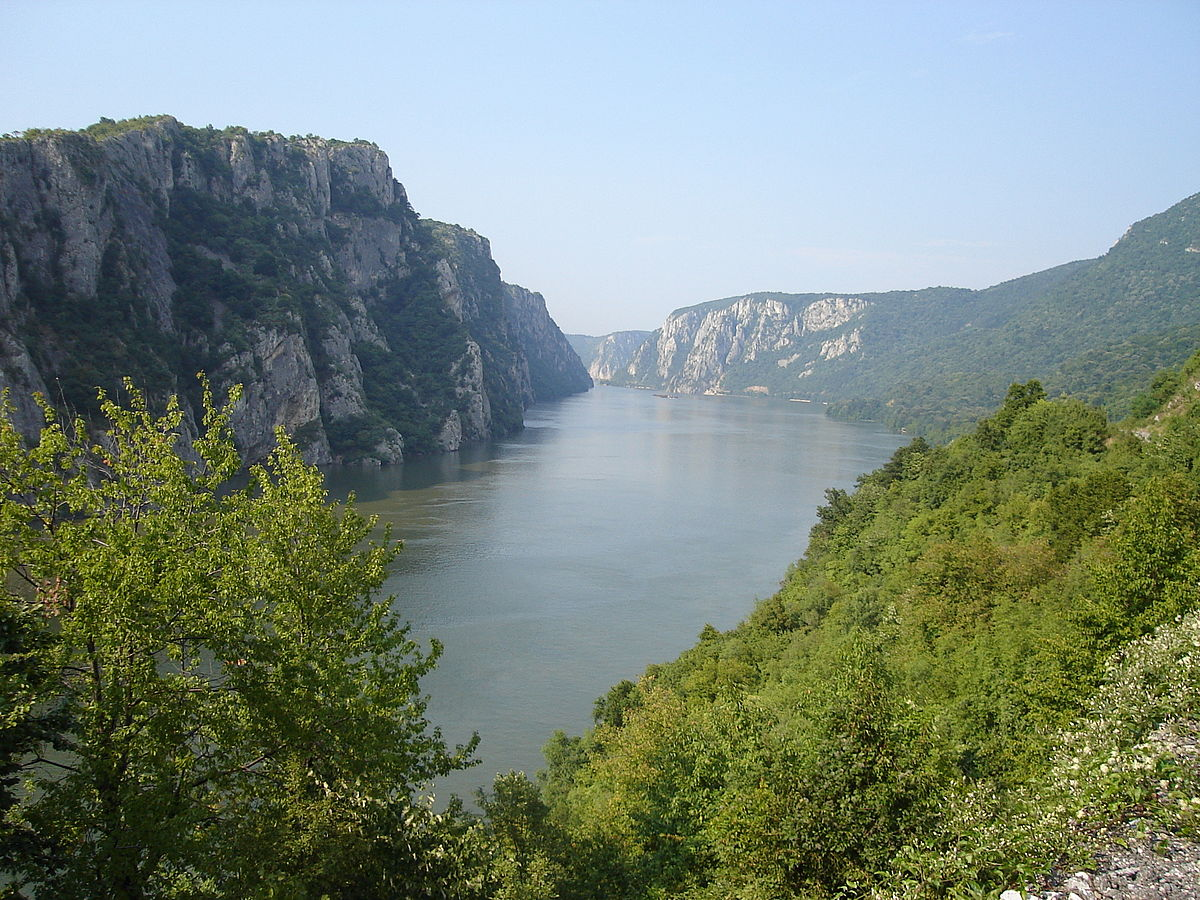 1200px-Danube_near_Iron_Gate_2006.JPG